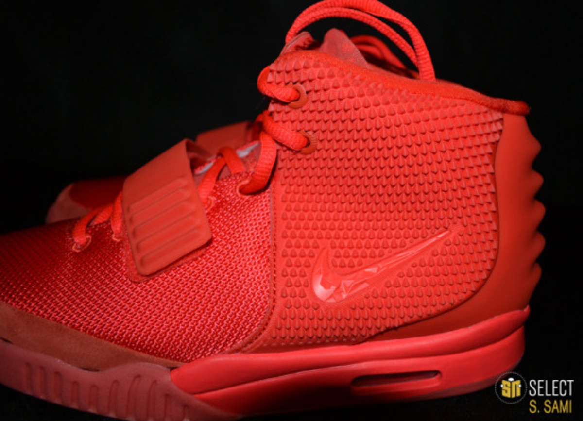 nike-air-yeezy-2-red-october-detailed-look-25