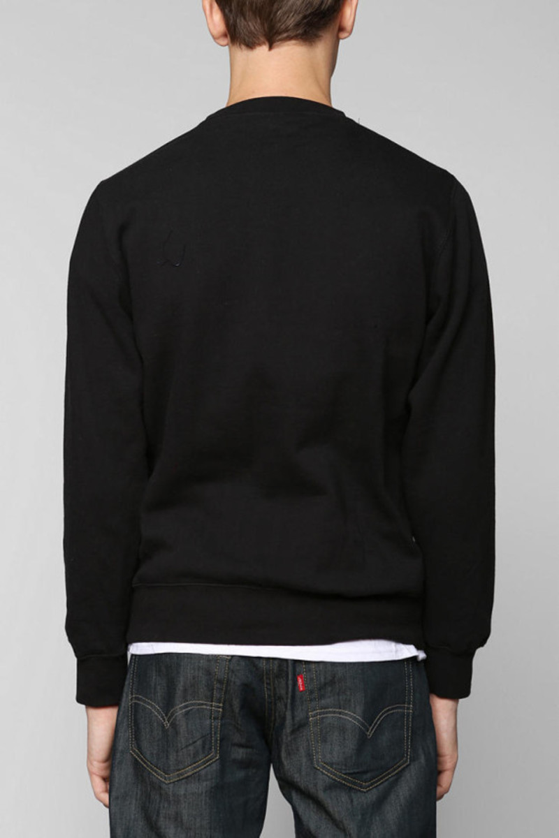stussy-croc-world-tour-pullover-sweatshirt-urban-outfitters-exclusive-03