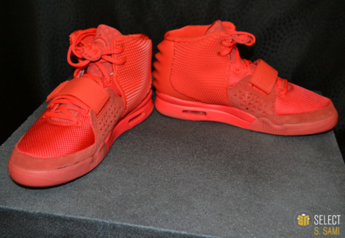 nike-air-yeezy-2-red-october-detailed-look-09