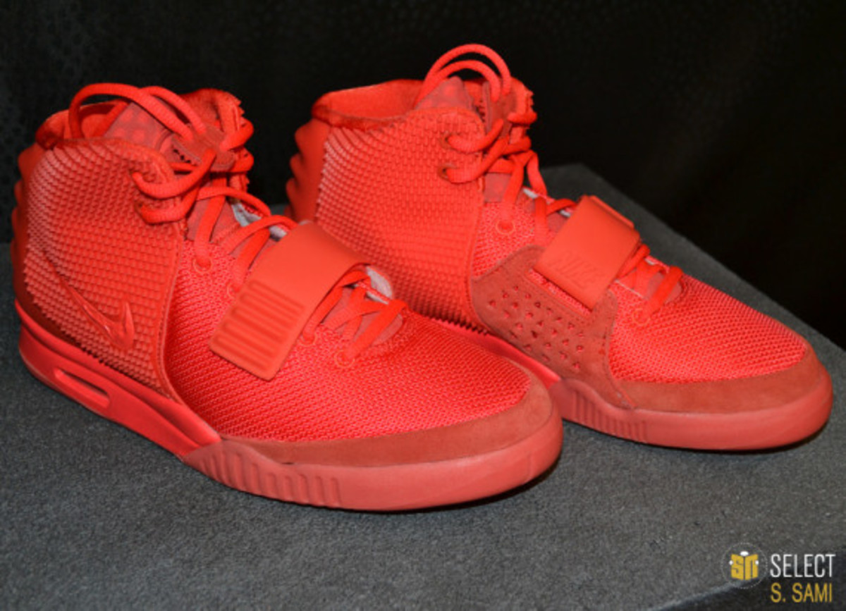 nike-air-yeezy-2-red-october-detailed-look-06