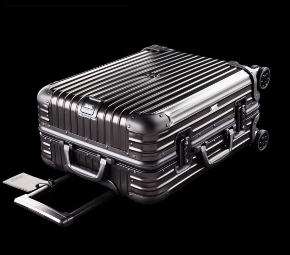 rimowa-and-moncler-luggage-collection-03
