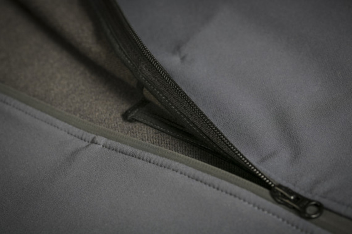 mission-workshop-zurich-softshell-hoodie-13