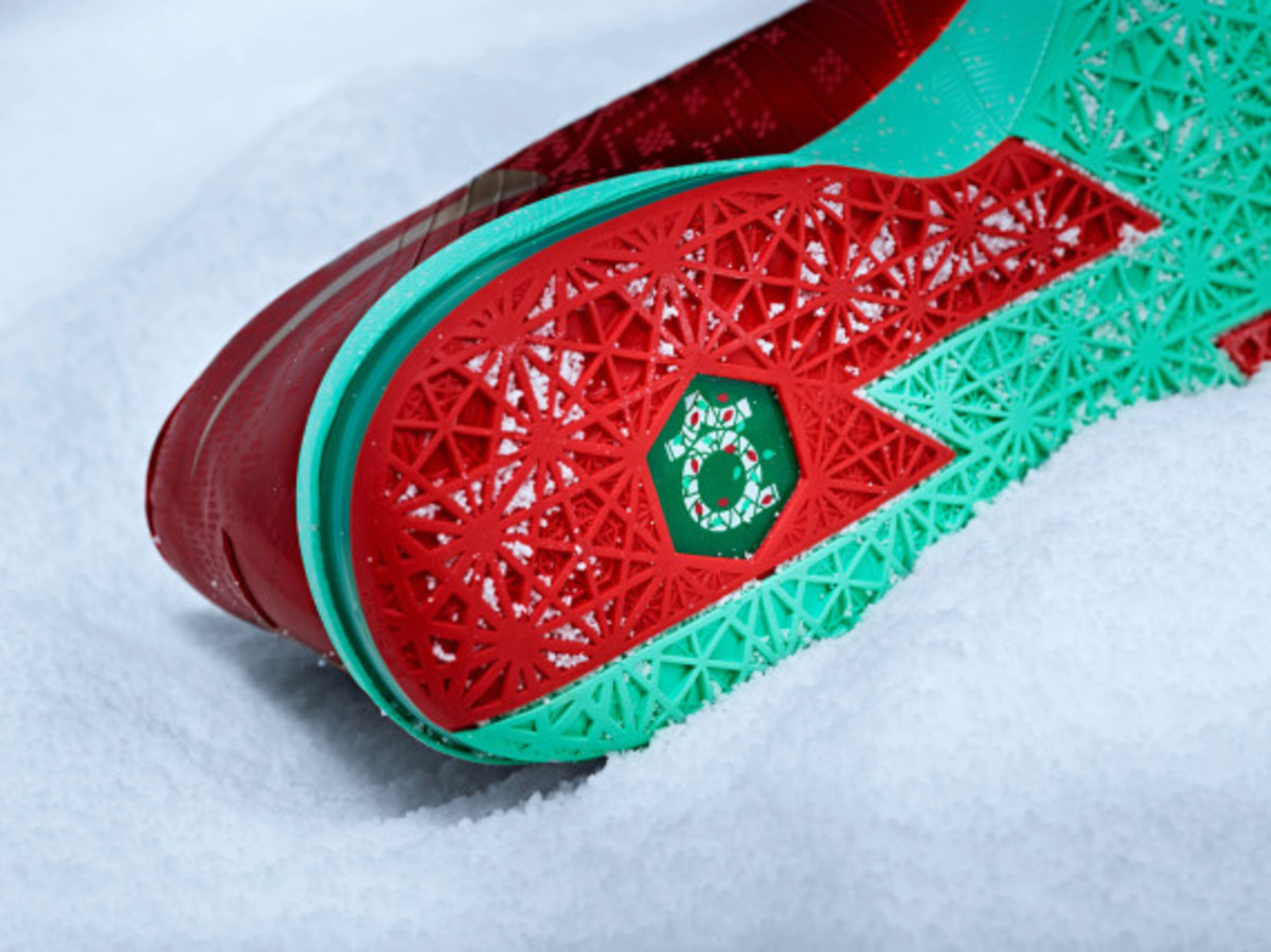 nike-kd-6-christmas-officially-unveiled-04