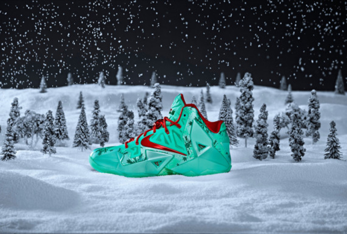 nike-lebron-11-christmas-officially-unveiled-02