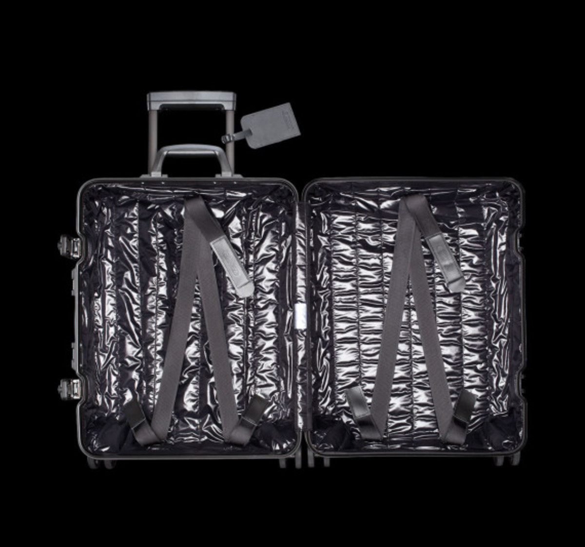rimowa-and-moncler-luggage-collection-05