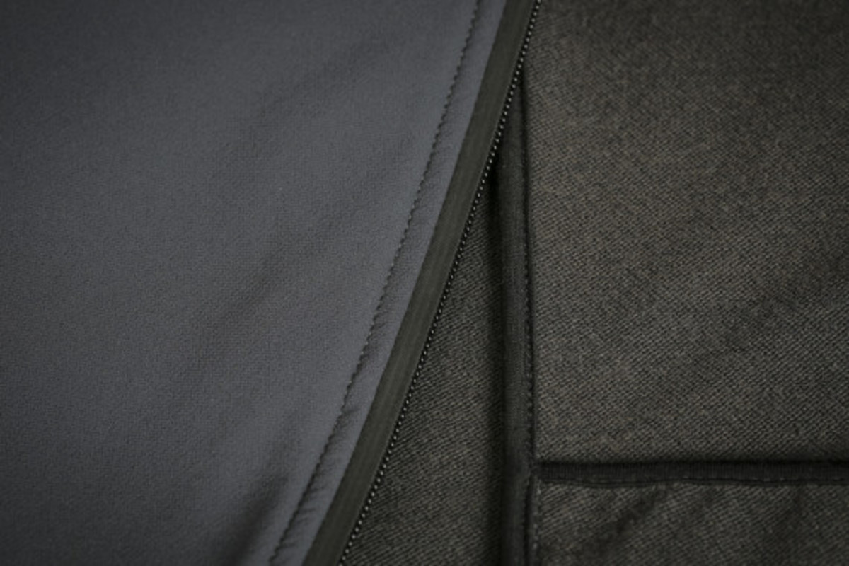 mission-workshop-zurich-softshell-hoodie-16