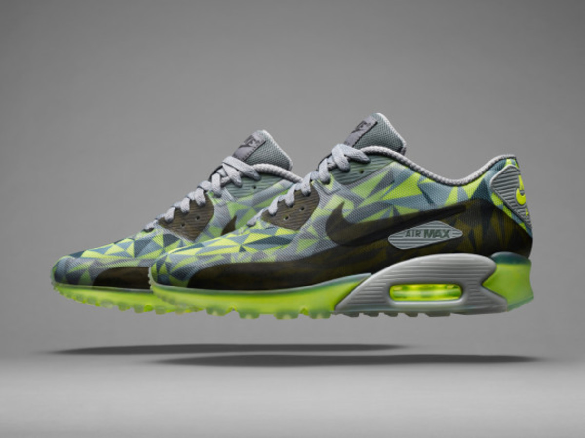 nike-air-max-90-ice-officially-unveiled-05
