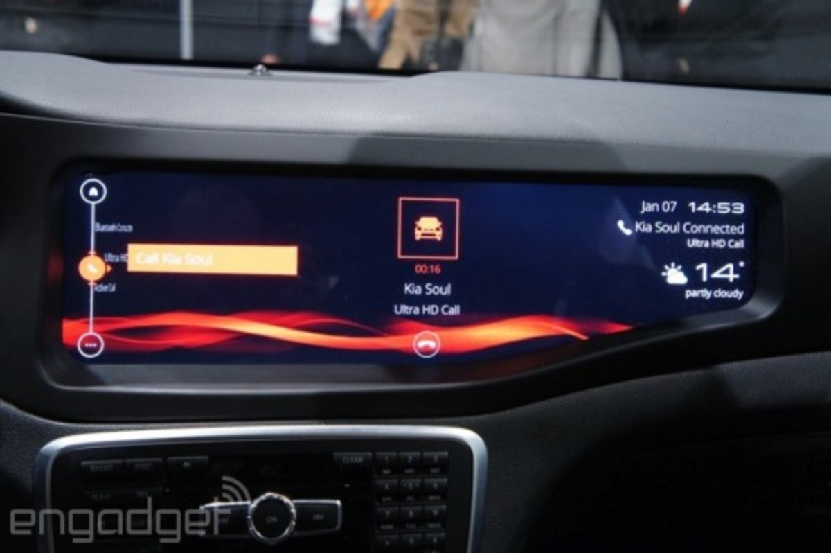 mercedes-benz-cla-45-amg-with-qnx-infotainment-system-12