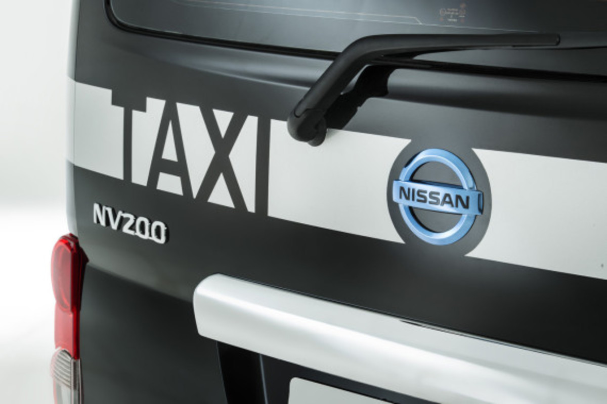 nissan-nv200-new-london-taxi-11