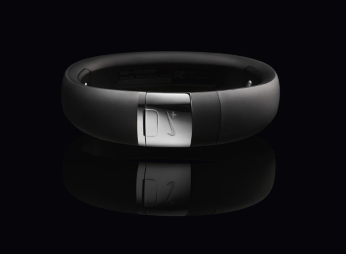 nike-fuelband-se-silver-08