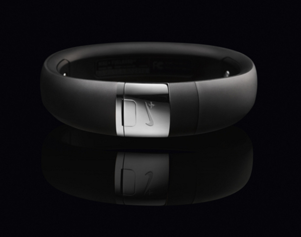 nike-fuelband-se-silver-01