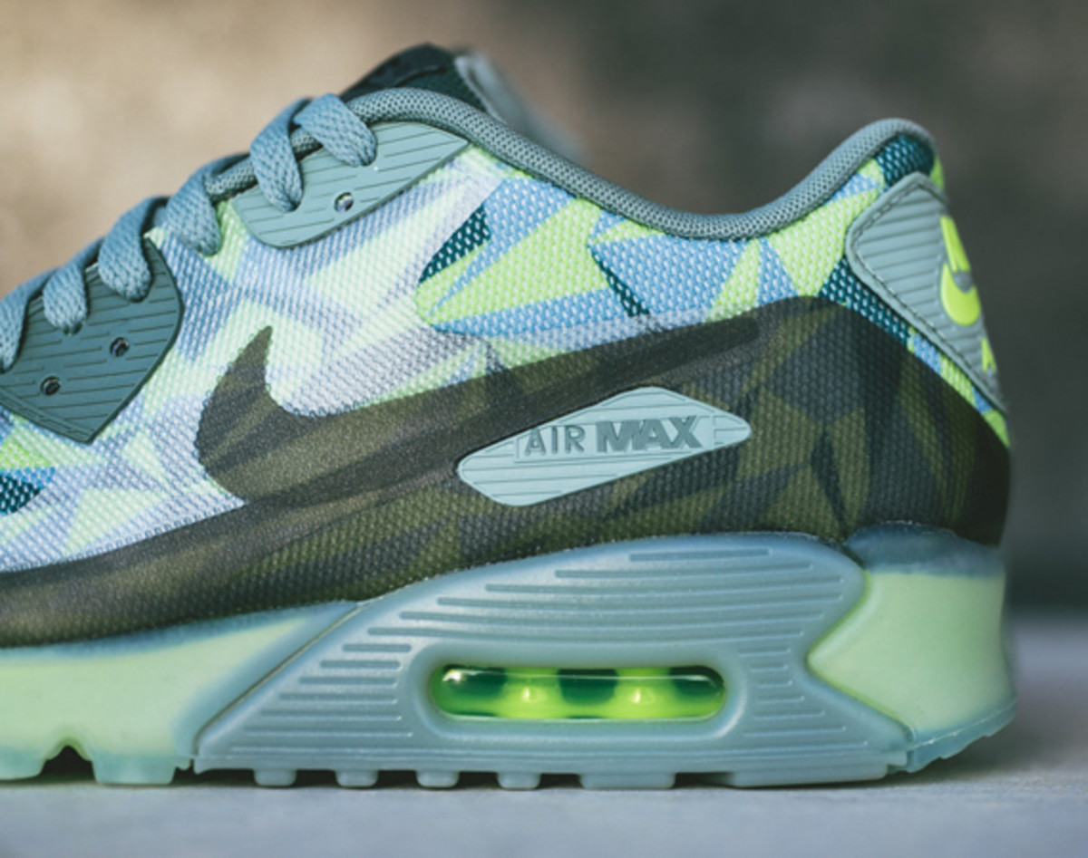 nike-air-max-90-volt-available-now-01