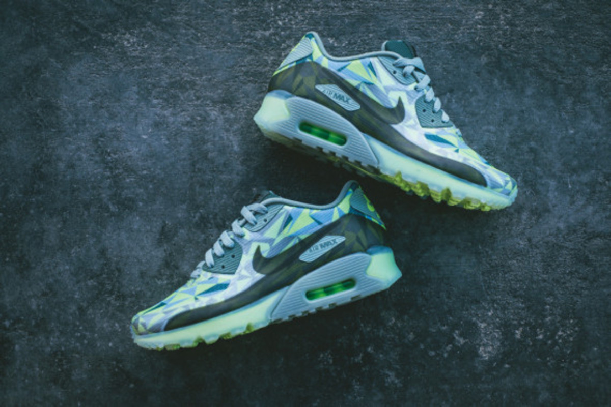 nike-air-max-90-volt-available-now-07