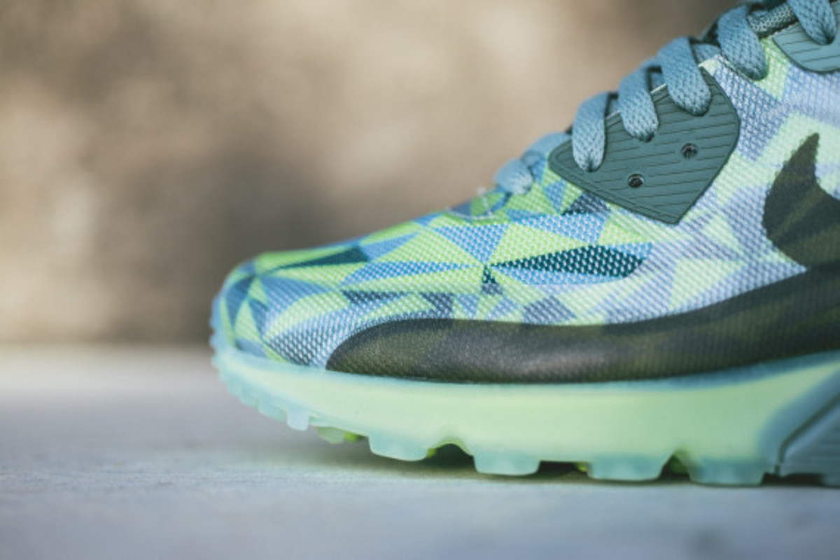 nike-air-max-90-volt-available-now-03