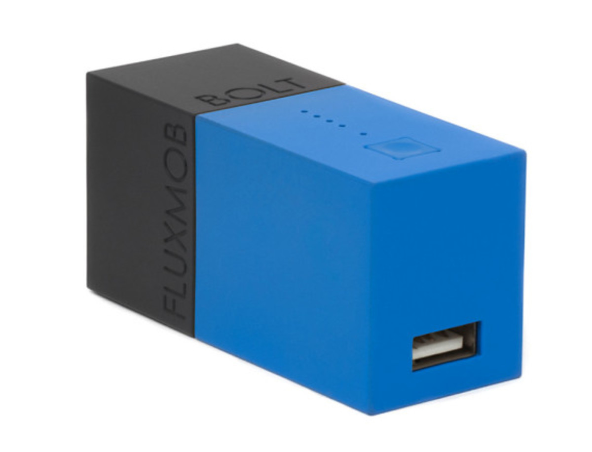 bolt-usb-battery-pack-with-built-in-wall-charger-05