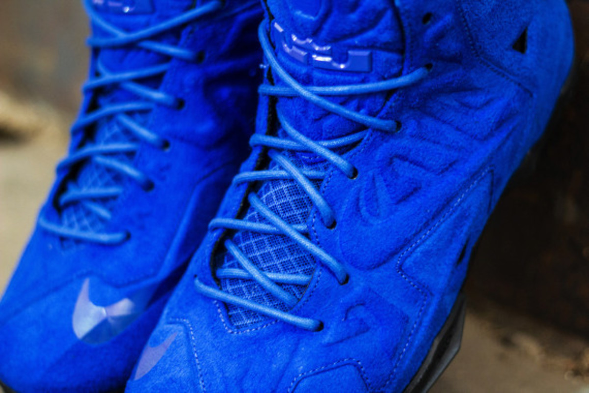 nike-lebron-11-ext-blue-suede-available-now-06