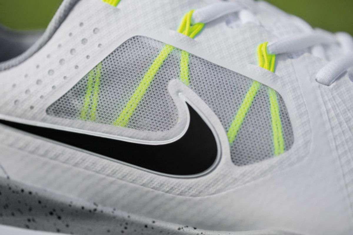 nike-tw-14-mesh-breathable-and-lightweight-golf-shoe-04