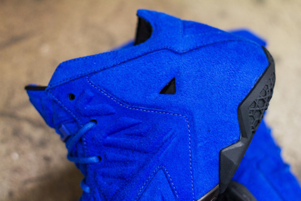 nike-lebron-11-ext-blue-suede-available-now-03