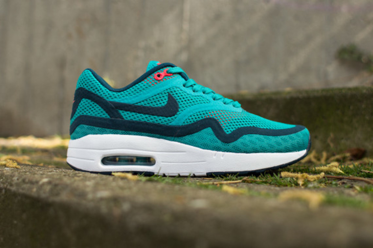 nike-womens-air-max-1-breathe-tribal-green-02