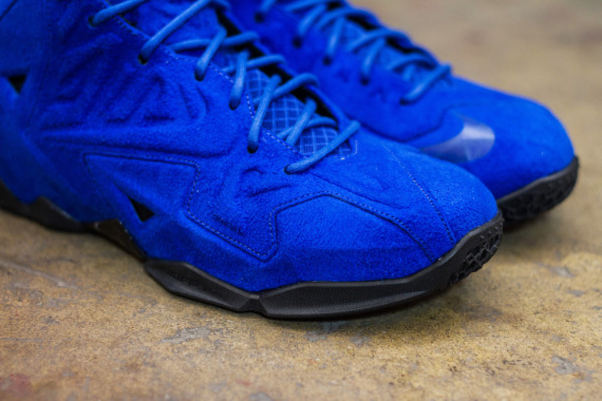 nike-lebron-11-ext-blue-suede-available-now-04