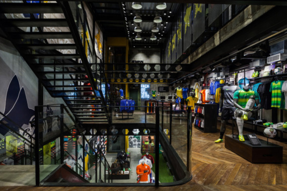 nike-copacabana-first-soccer-only-store-in-brazil-03