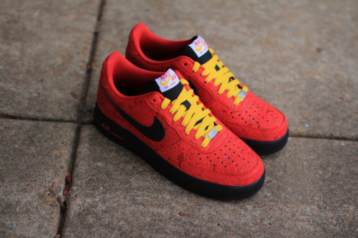nike-air-force-1-low-university-red-paisley-03