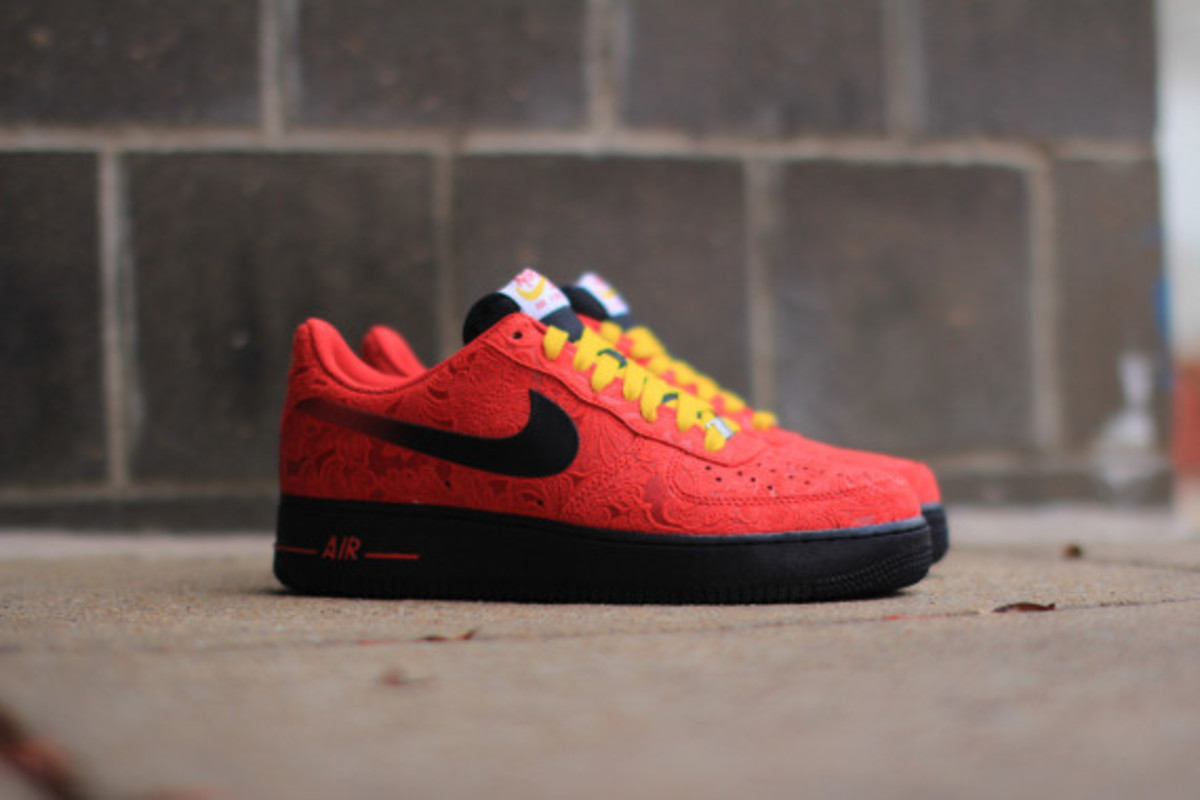 nike-air-force-1-low-university-red-paisley-02