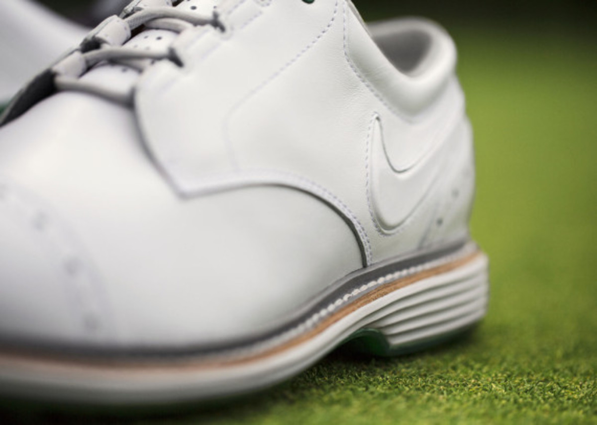Nike TW  14 Limited Edition - Tiger Woods Signature Golf Shoes - Freshness  Mag 603c195fe