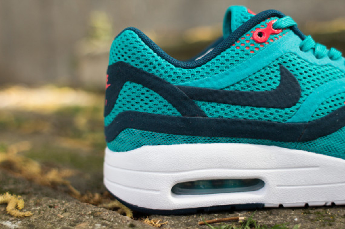 nike-womens-air-max-1-breathe-tribal-green-06