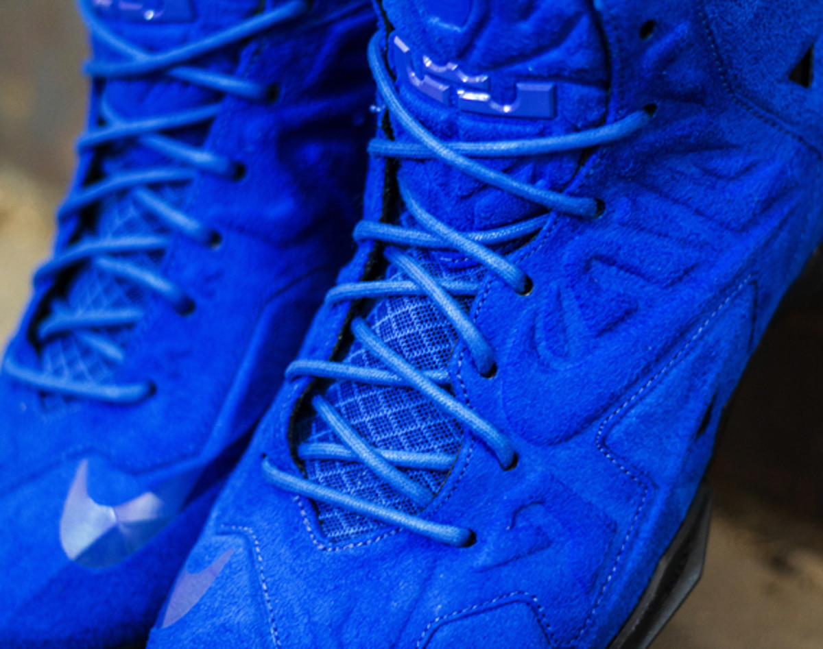 nike-lebron-11-ext-blue-suede-available-now-01