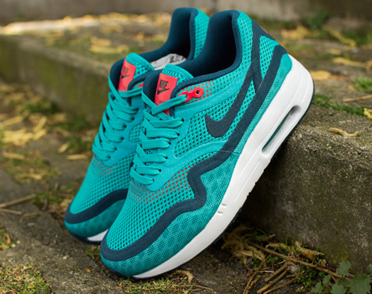 nike-womens-air-max-1-breathe-tribal-green-01