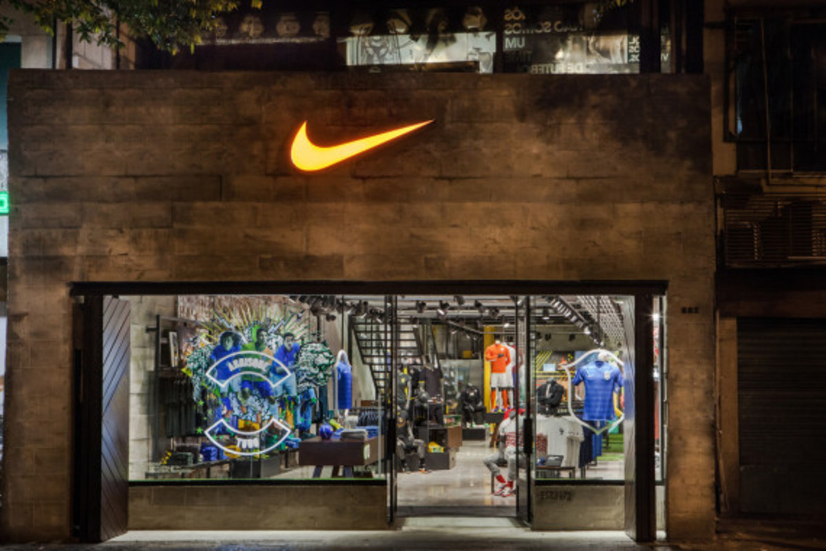 nike-copacabana-first-soccer-only-store-in-brazil-06