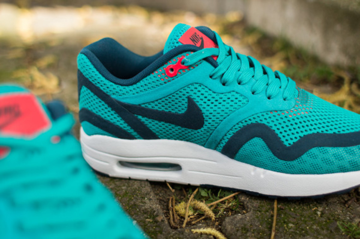 nike-womens-air-max-1-breathe-tribal-green-04