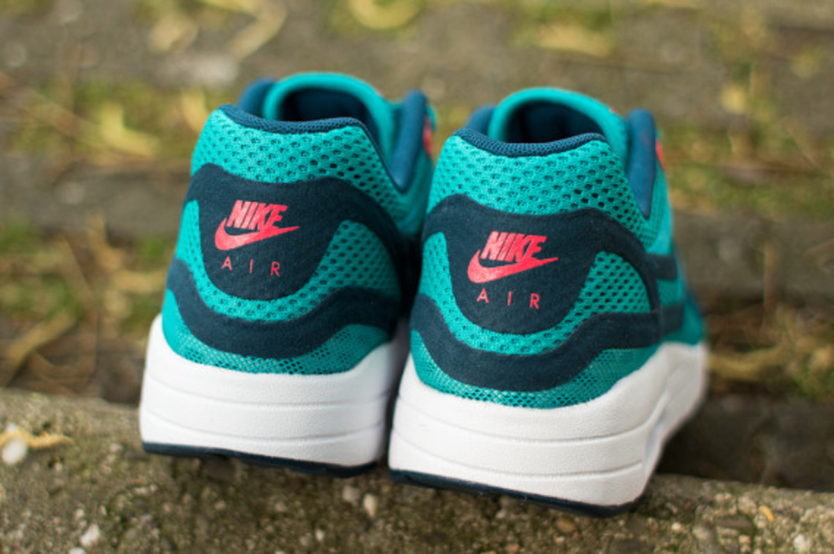 nike-womens-air-max-1-breathe-tribal-green-07