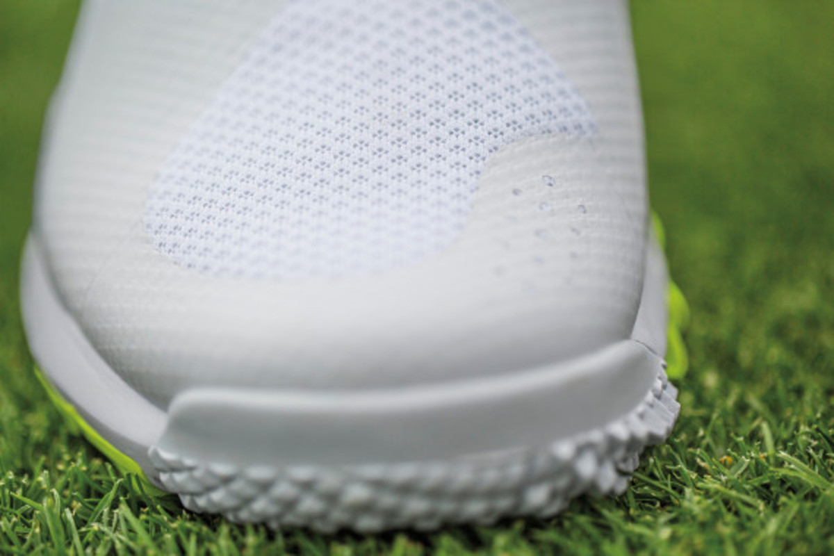 nike-tw-14-mesh-breathable-and-lightweight-golf-shoe-03