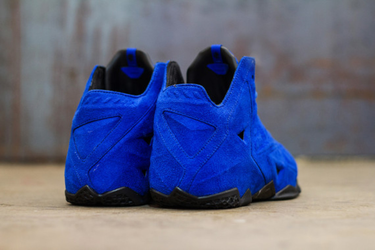 nike-lebron-11-ext-blue-suede-available-now-07