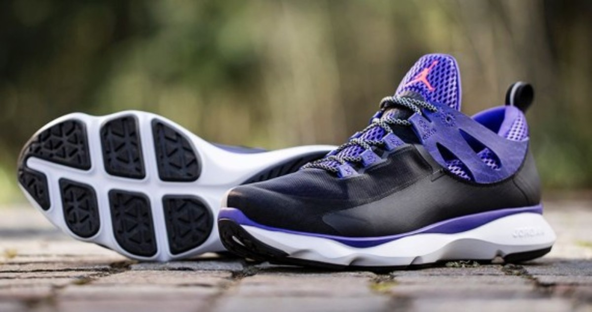 jordan-flight-runner-black-infrared-23-dark-concord-05