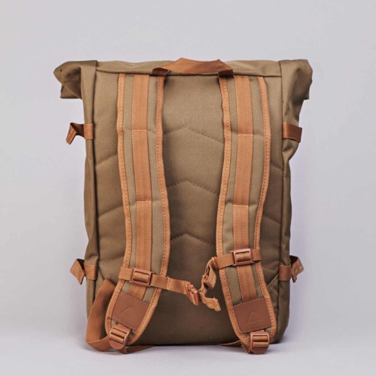 poler-rolltop-backpack-olive-07