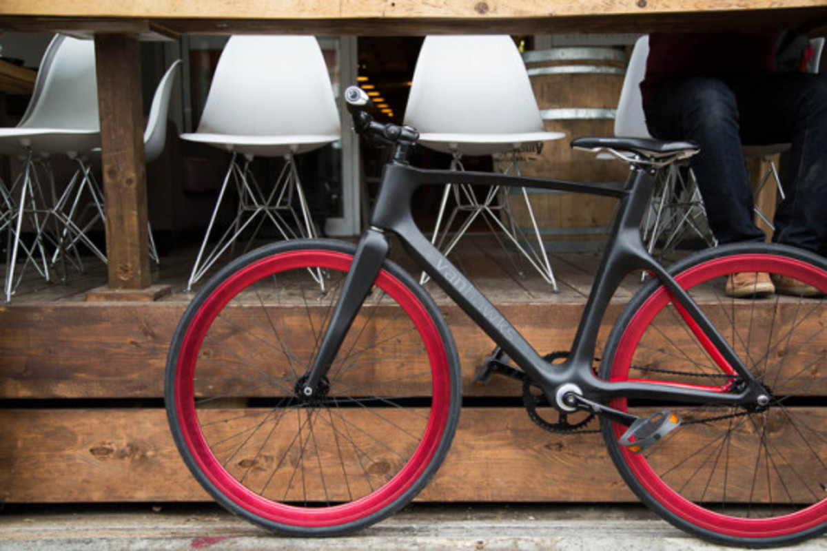 vanhawks-valour-first-ever-connected-carbon-fiber-bicycle-02