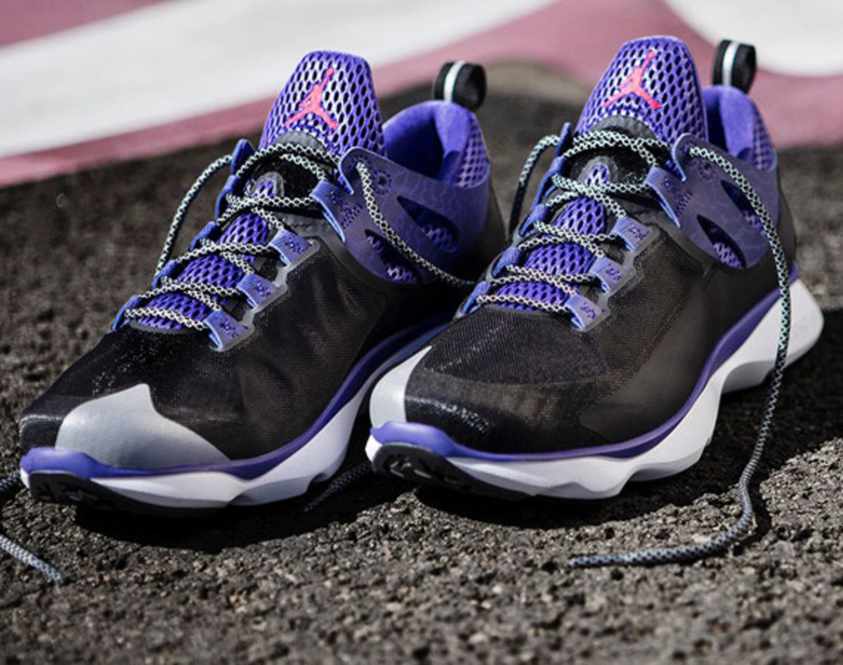 jordan-flight-runner-black-infrared-23-dark-concord-01