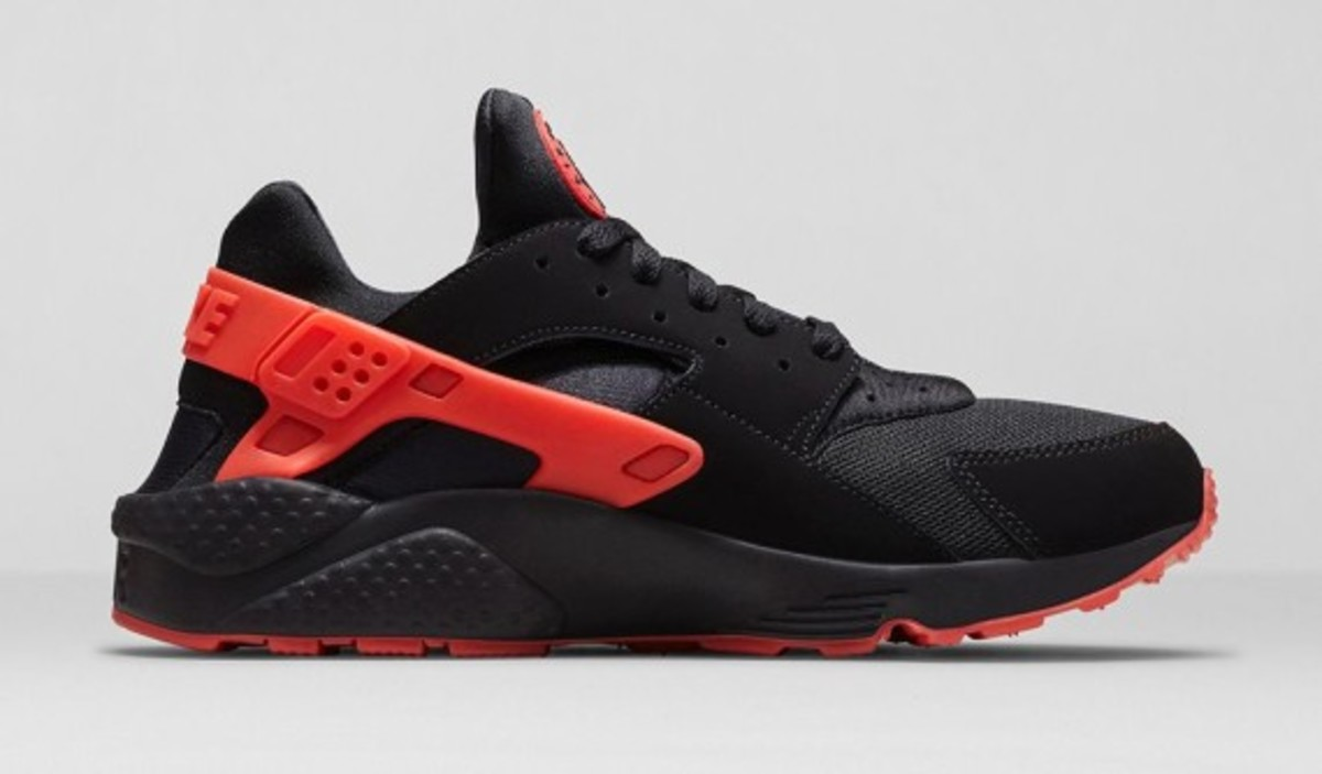 nike-huarache-black-red-04
