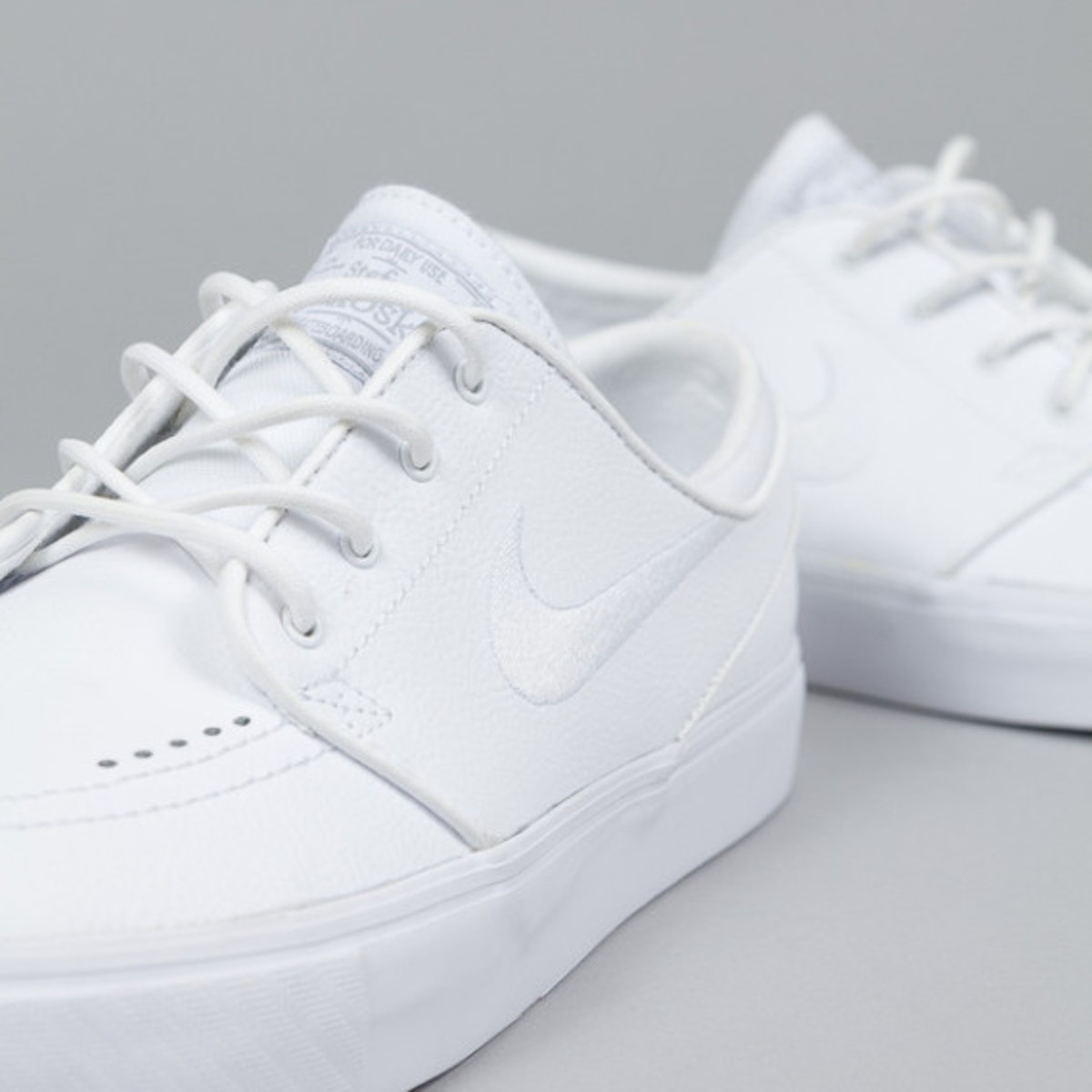 nike-sb-stefan-janoski-white-white-leather-04