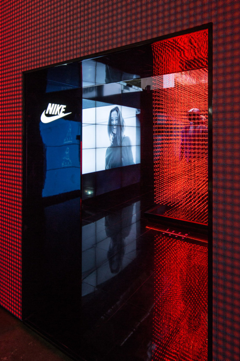 nike-tech-pack-retail-experience-booth-shanghai-04