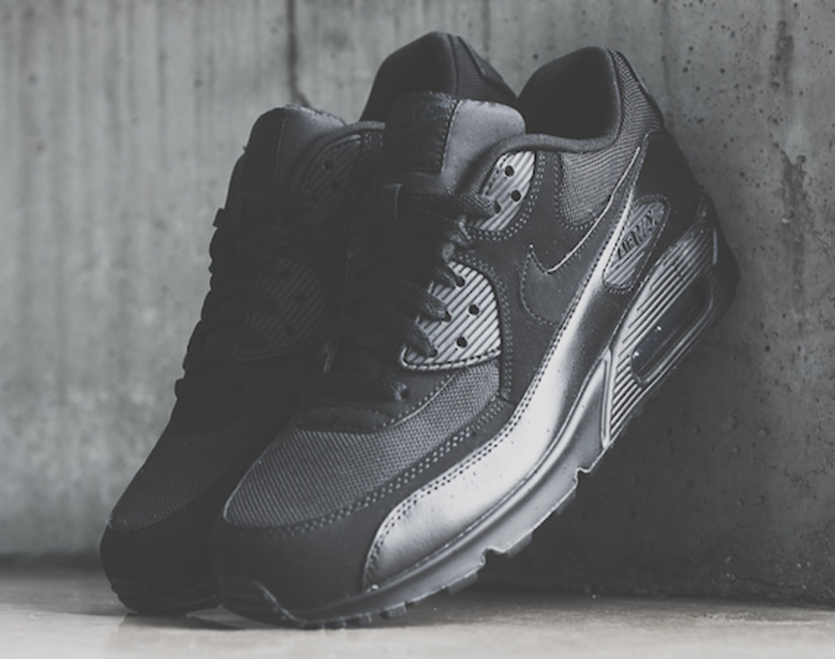 nike-air-max-90-triple-black-00