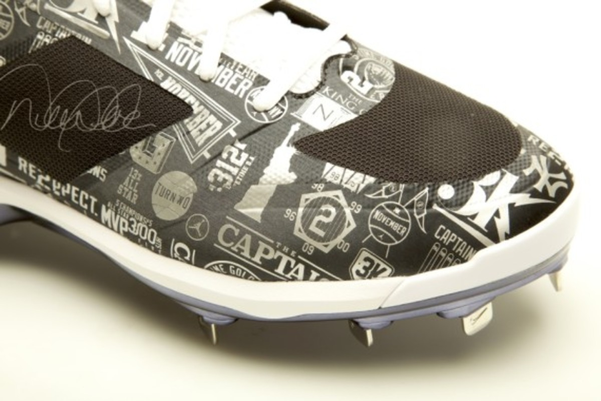 derek-jeter-cleats-up-for-auction-07