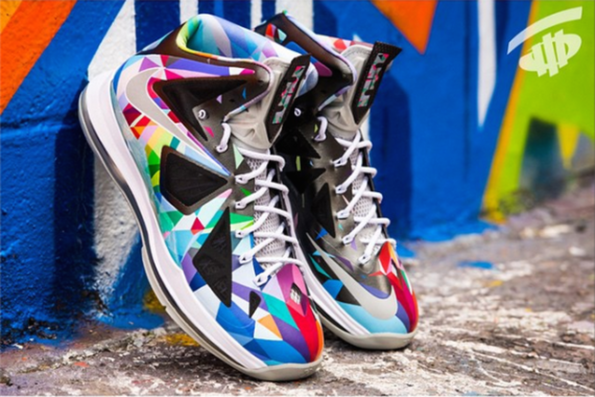 nike-rom-lebron-x-shattered-prism-04