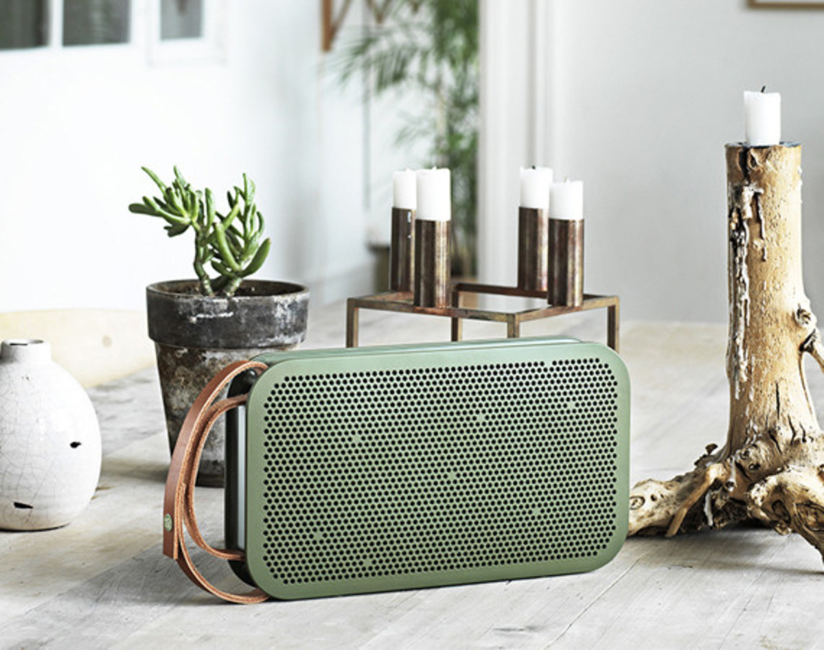 bang-and-olufsen-beoplay-a2-bluetooth-speaker-01