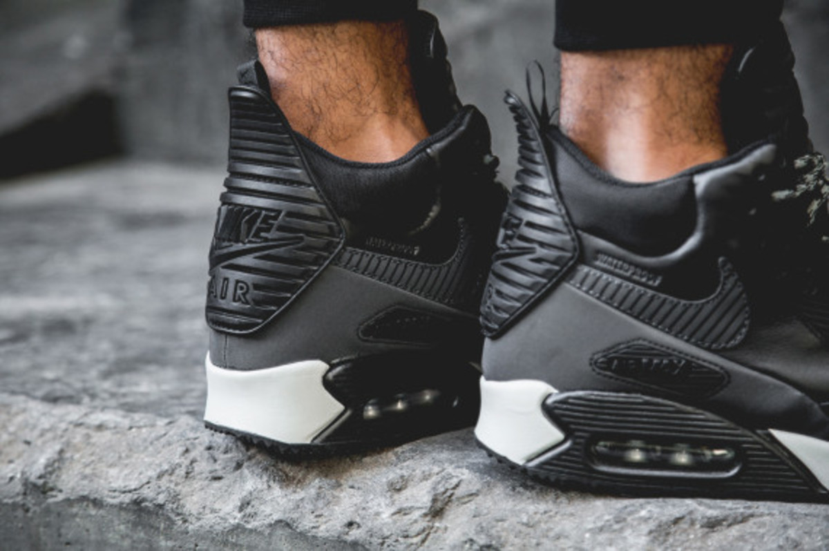 nike-air-max-90-sneakerboot-black-reflective-another-look-05