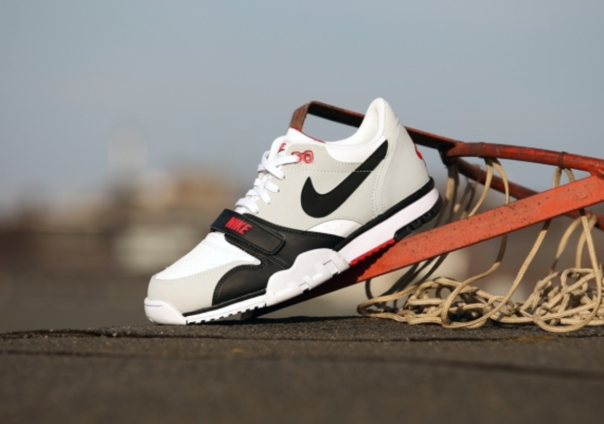 nike-air-trainer-1-low-white-black-red-05