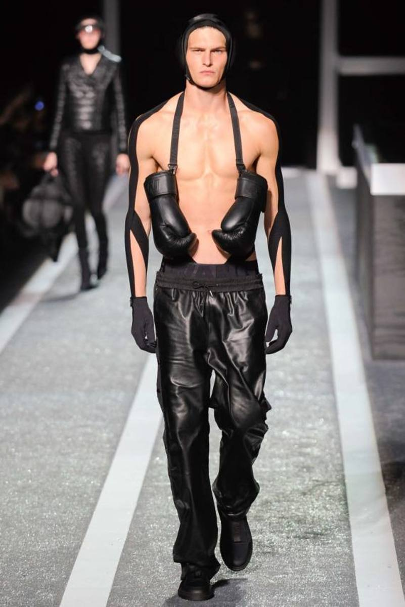 alexander-wang-and-h-and-m-runway-presentation-07